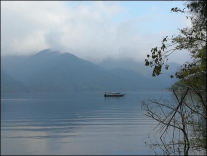 70周年国庆,著名艺术家徐戎把画案移到了青龙湖,祈福祖国巨龙腾飞!